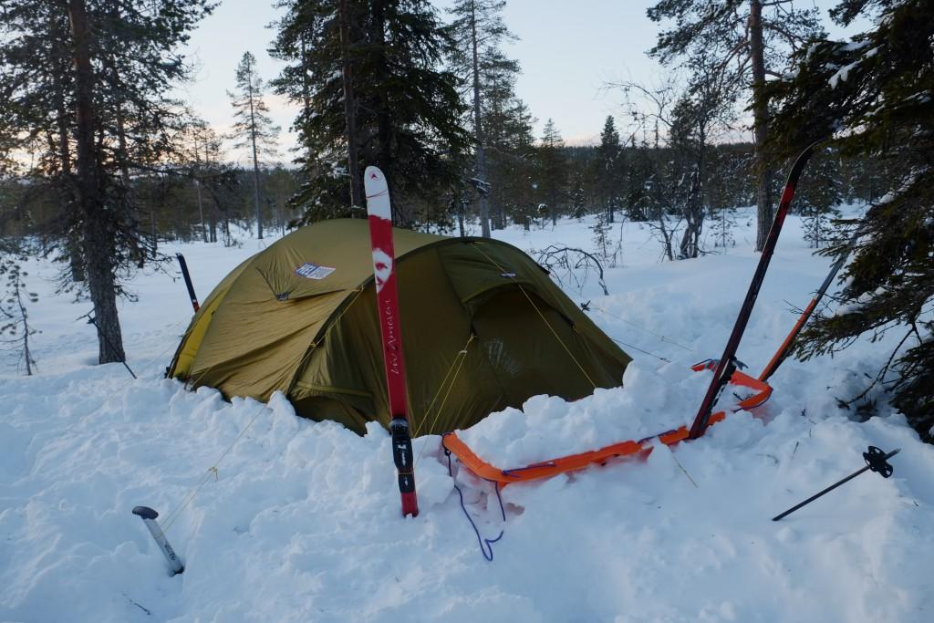 Morgensol over teltet vårt