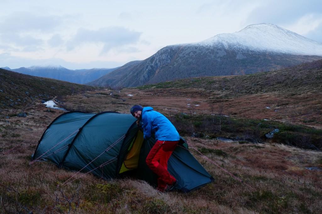 For å unngå myrområder falt valget på en teltplass med mye helning