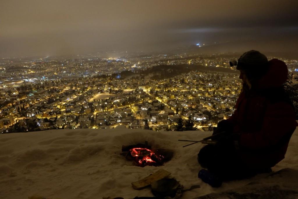 Vi steker vafler på bålet med hele Oslo for våre føtter