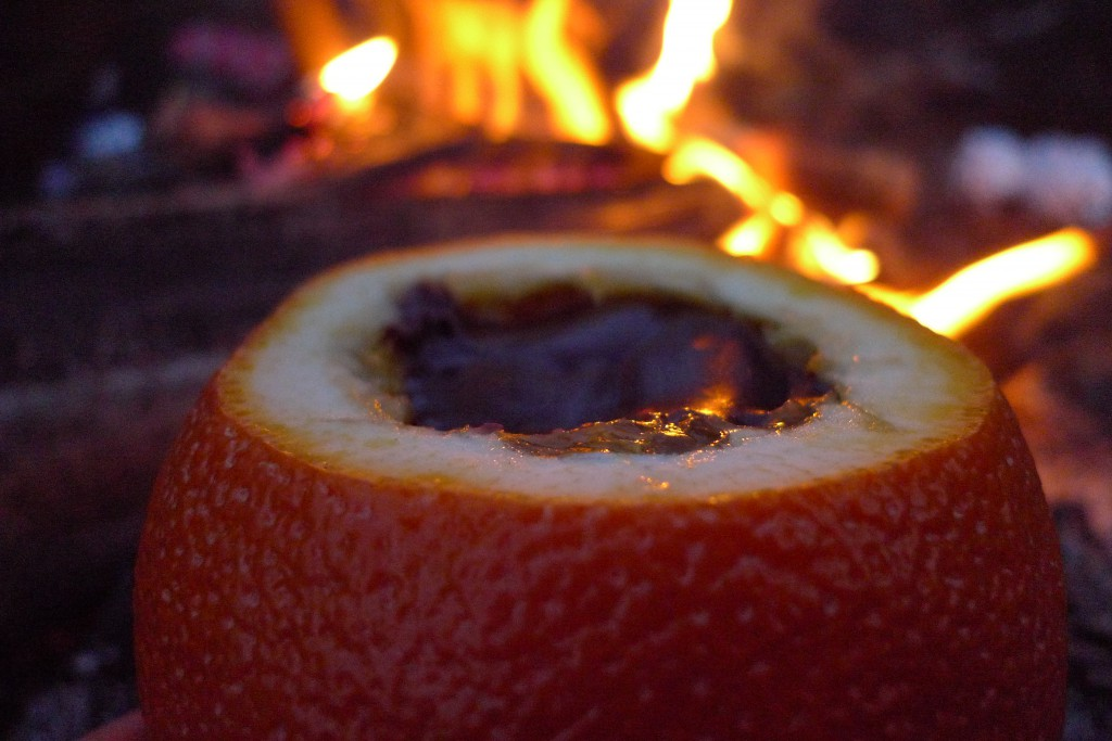 Vi lager appelsinbrownie på bålet