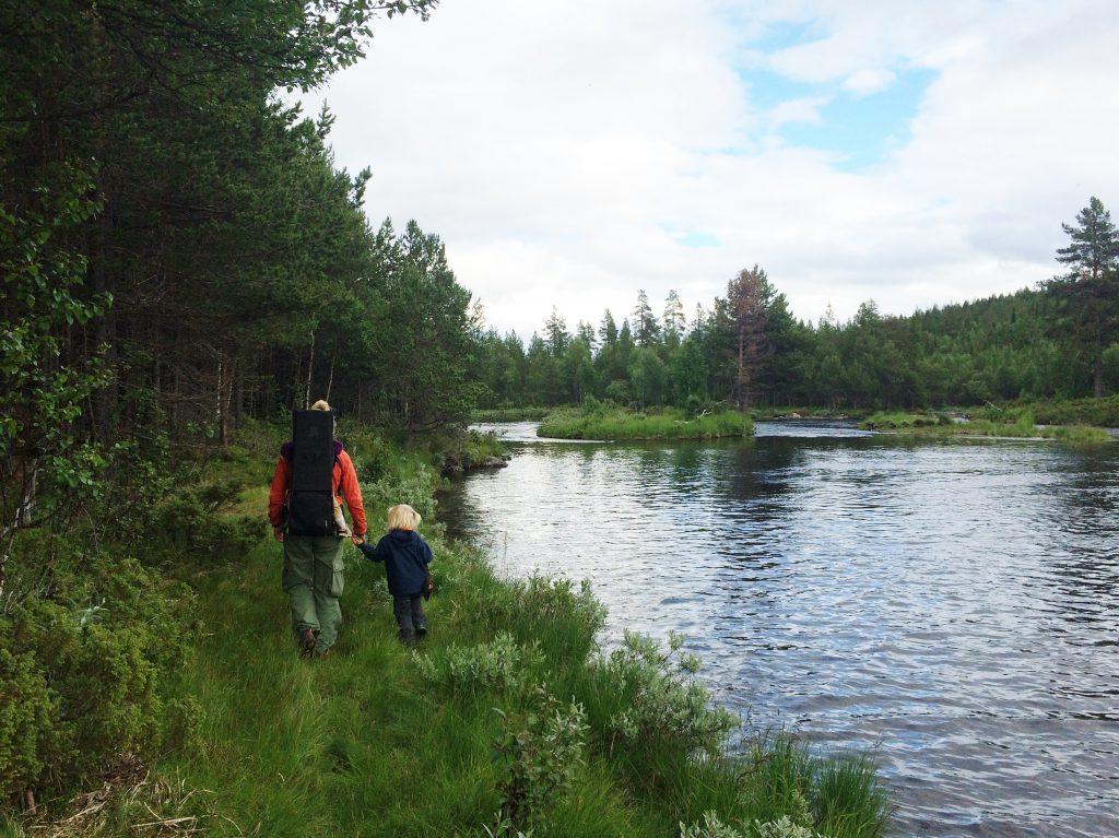 Vi går små turer i området og oppdager flotte steder